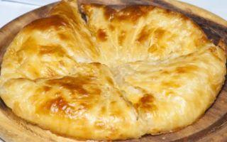 Хачапури из слоеного теста с сыром