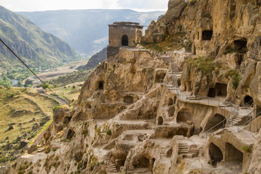 Монастырь Вардзиа вид