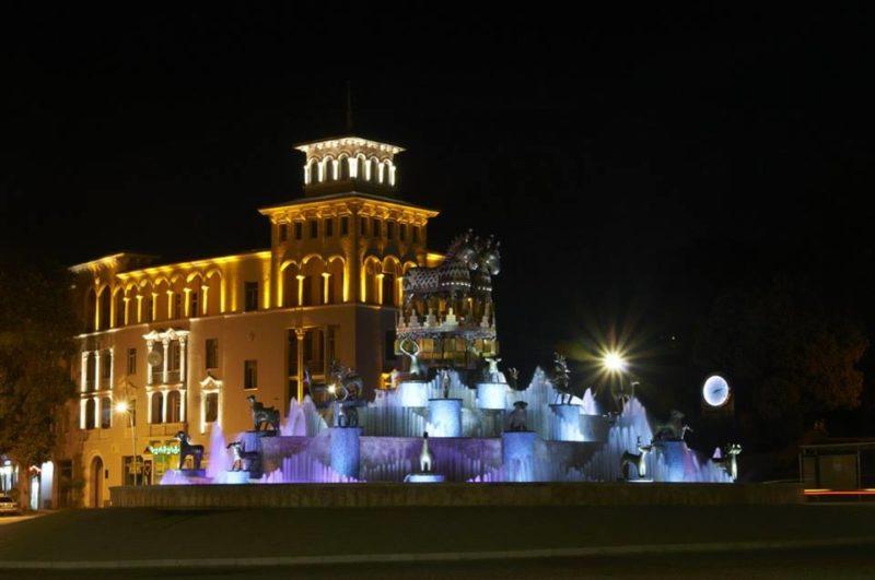 Площадь Давида Строителя с Колхидским фонтаном 2