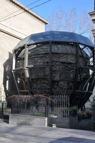«Адамово яблоко» у музея З.Церетели