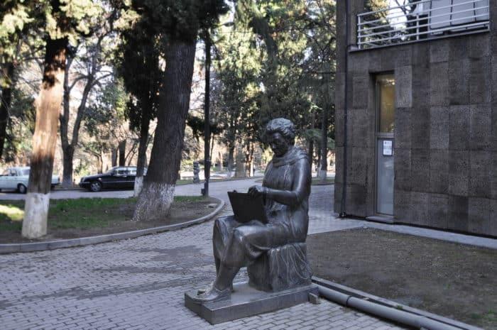 Елене Ахвледиани