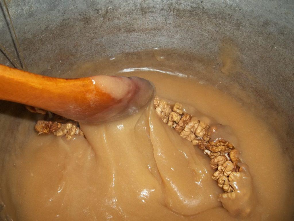Приготовление густой массы для чучхелы (пеламуши)