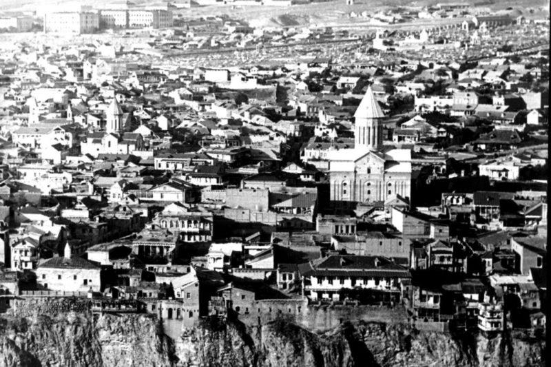 Вид на старый Тифлис со стороны Авлабара