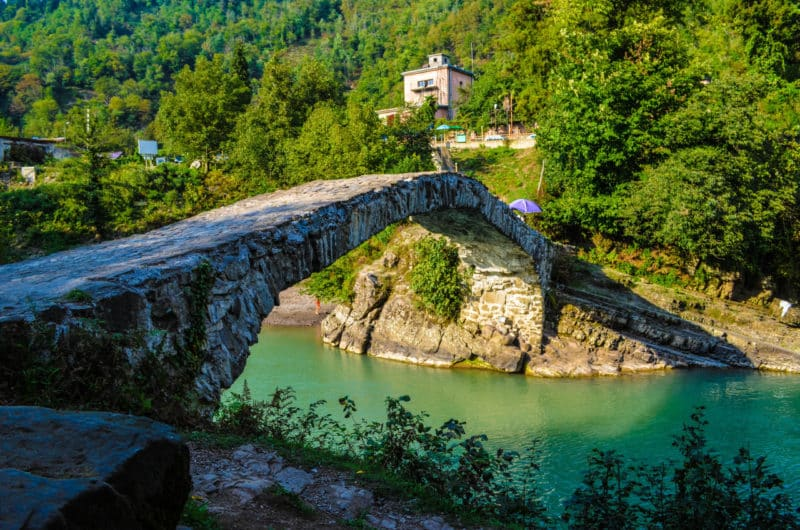 Водопад Махунцетимот мост