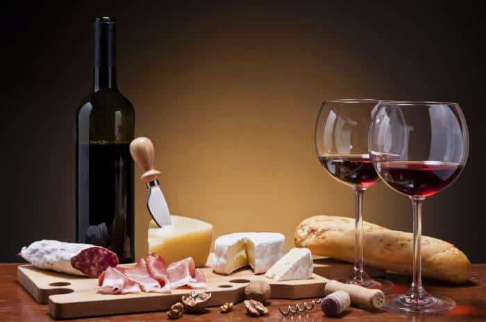 С чем попить вино