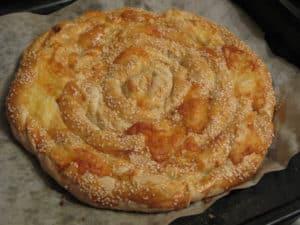Слоенный пирог с сулугуни