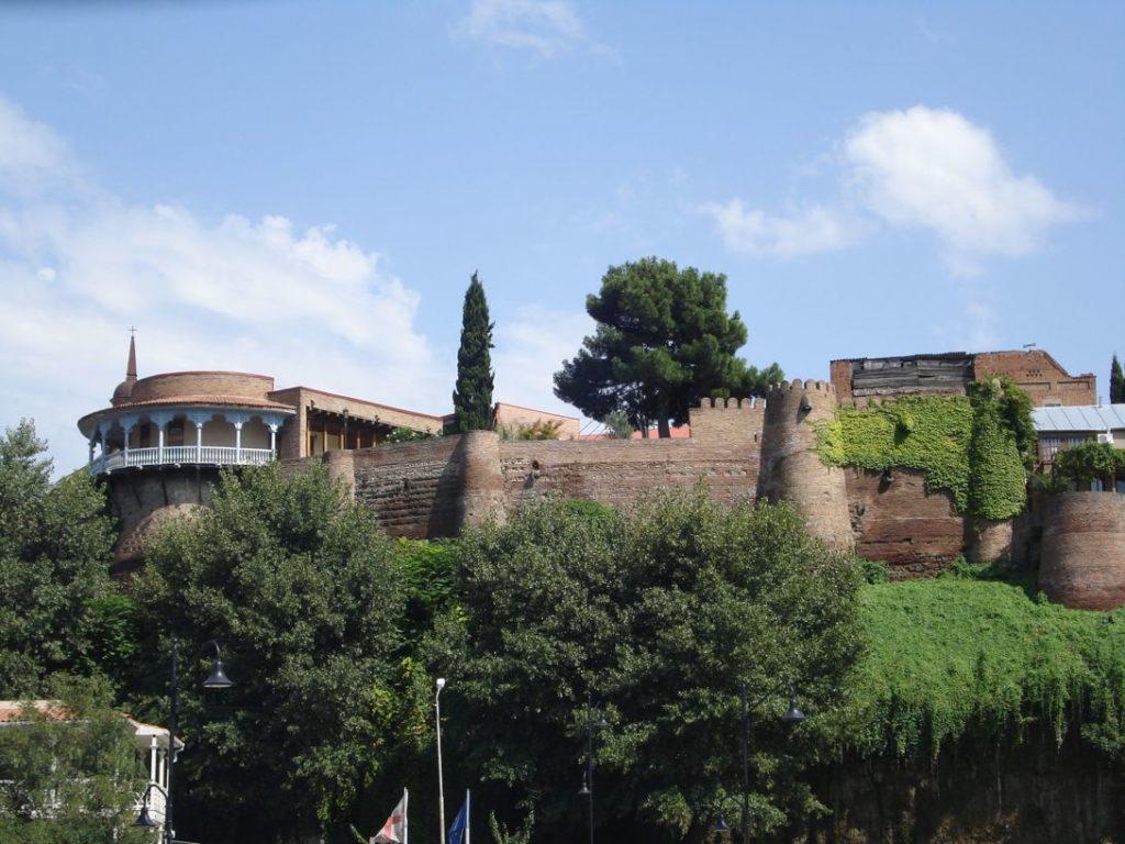 Площадь Европы и дворец Дареджан
