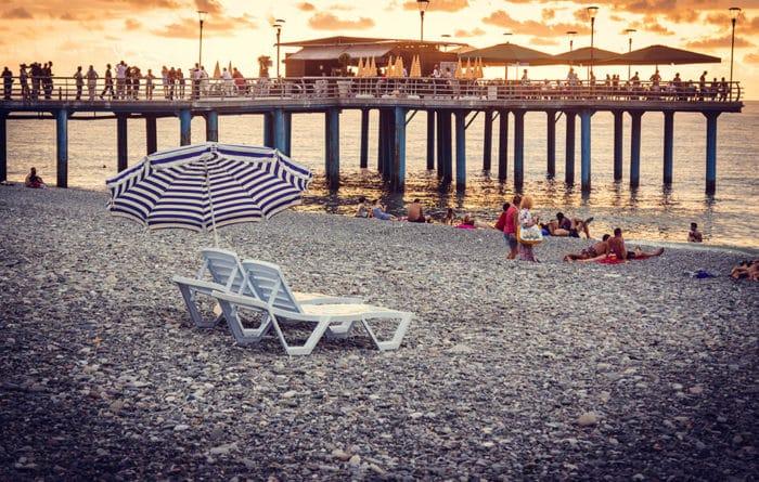 Пляж рядом с Приморским парком и аэропортом