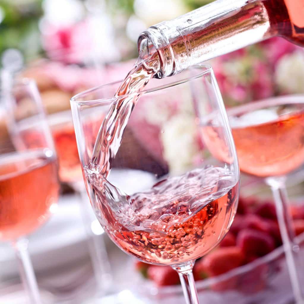 розовое вино производства Чхавери,1