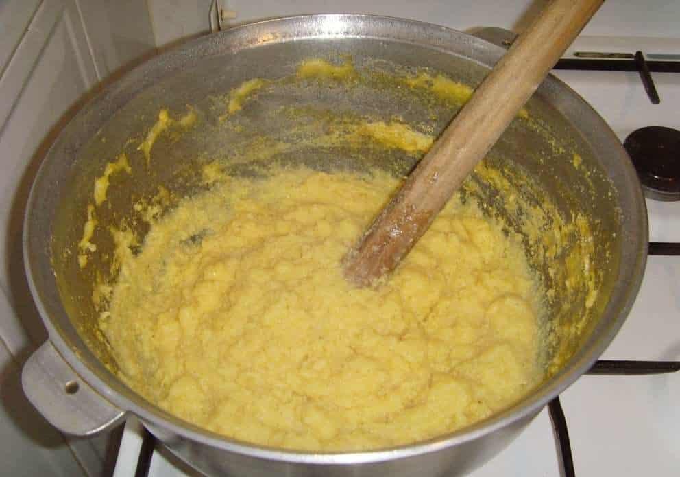 Грузинская кукурузная каша - мамалыга