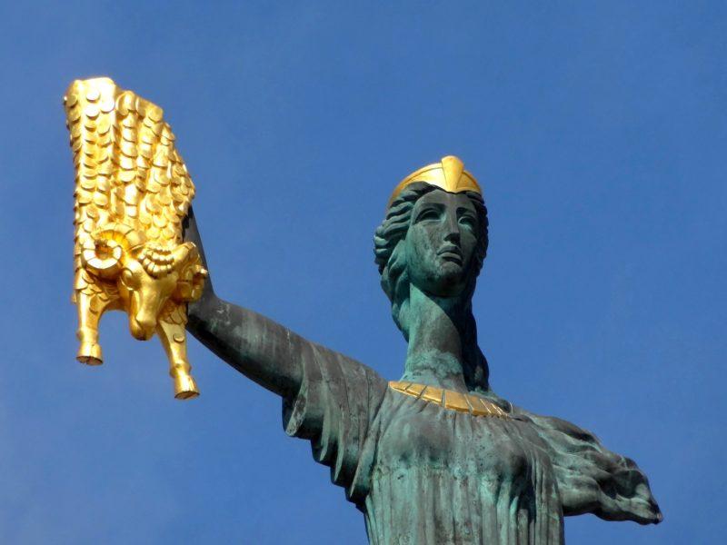 памятник царевне Медее